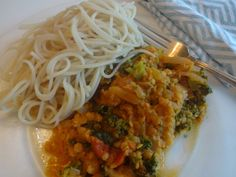Spaghetti with tomato-lentil-veggie sauce Food Preparation, Lentils, Crocodile, Autism, Spaghetti, Veggies, Healthy Eating, Menu, Cooking