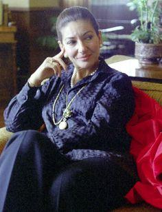 Maria Callas Maria Callas, Classical Opera, Classical Music, Divas, Aristotle Onassis, Opera Singers, Famous Women, Queen Elizabeth Ii, New Music