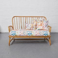The Ercol Studio Couch – Reloved Upholstery & Design Ercol Sofa, Ercol Dining Chairs, Ercol Furniture, Zweisitzer Sofa, Scatter Cushions, Seat Cushions, Couch Makeover, Retro Sofa, Sofa Inspiration