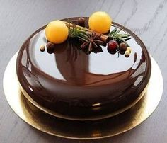 37 ideas cake chocolate glaze for 2019 Fancy Desserts, Fancy Cakes, Mini Cakes, Cupcake Cakes, Pear And Almond Cake, Almond Cakes, Chocolate Cupcakes Decoration, Decoration Patisserie, Cake Recipes