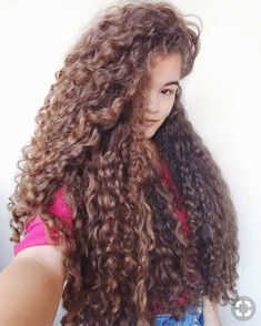 Nice an thick. Full body and healthy hair. Rapunzel, Long Curls, Layered Cuts, Female Images, Curled Hairstyles, Healthy Hair, Hair Goals, Naturally Curly, Dreadlocks