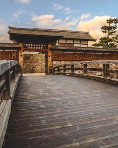 いいね!236件、コメント0件 ― Nozaki Yuta(@ny_goto)のInstagramアカウント: 「*松代城* 名城No.26 ・ 📍長野県長野市 ・ 🗓 2020/1/29 ・ ・ 城はバス停松代駅から徒歩ですぐのところ 下校中の小学生に話しかけられる… ・ 綺麗に整備されている町だった ・ ・…」 Shiro, Castle, Mansions, House Styles, Instagram, Home Decor, Decoration Home, Manor Houses, Room Decor
