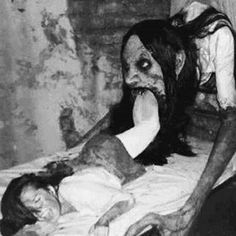 Is this from some old, obscure horror picture or is it a modern photo made to look old? Either way, it is sufficiently creepy and that's why it's here. Arte Horror, Horror Art, Horror Movies, Zombies, Images Terrifiantes, Arte Obscura, Art Manga, Creepy Horror, Creepy Pictures