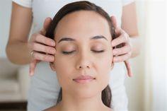 Stunt van de week:  Indiase hoofd massage   Iedere week heeft Blue Sage een super stunt met hoge kortingen.  Deze week kan je genieten van een Indiase hoofdmassage. Dit is een veilig en effectieve therapie die niet alleen de haargroei bevordert, maar ook verlichting geeft bij kwalen en pijnen. Het vermindert pijn in nek en schouders en zorgt ook voor een betere nachtrust.    Het heeft een positieve werking op stress.  Duur behandeling: 60 minuten. Nu voor maar 45 euro!