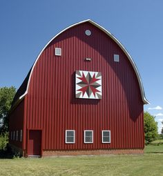 I might not be able to quilt like my mom, but I could paint a barn quilt like the one on this Iowa barn.