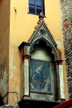 A street shrine for Our Lady of the Rosary of Pompeii in Pisa, Italy.