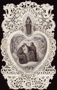 Lindo d+, acima uma referência a uma passagem do apocalipse e abaixo a Coroação de Nossa Senhora