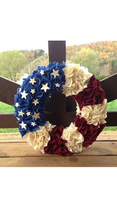 American Flag Patriotic Wreath with Americana country colors Felt Holiday Wreaths, Holiday Crafts, Holiday Fun, 4th Of July Wreaths, Spring Wreaths, Summer Crafts, Family Holiday, Summer Wreath, Summer Fun