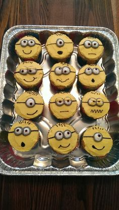 All buttercream minion cupcakes ©SweetPerks