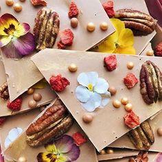 One of our favorite chocolate flavours - caramel  with some pecans and dried strawberries  карамельный шоколад - это очень вкусно, а с клубникой и пеканом - еще вкуснее