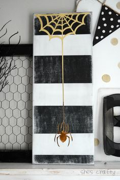 DIY Halloween Decorating Ideas & Projects Decorating for Halloween only comes after Christmas in terms of time, effort and expense. But it doesn't have to be just pricey buys from the Halloween store! Farmhouse Halloween, Halloween Mantel, Halloween Spider, Outdoor Halloween, Diy Halloween Decorations, Halloween House, Holidays Halloween, Happy Halloween, Halloween Carnival