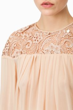 Blusa spalle in pizzo