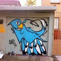 Arte de la nueva escuela en mural de Brasil realizado por el artista callejero Garu