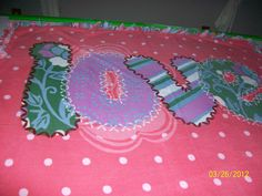 Love on Pink No Sew Blankets, Comfy Blankets, Crafty, Pillows, Feelings, Sewing, How To Make, Pink, Dressmaking