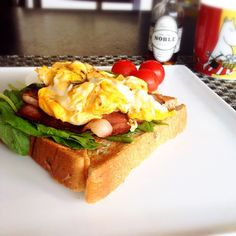 トーストにほうれん草、ベーコン、スクランブルエッグ、その上から#NOBLEhandcrafted 。パンフレットを参考に作ってみました。 大好評! #linecamera #noble #メイプルシロップ #朝ごはん #朝食 #ワンプレート #Goodmorning #GM #Breakfast #instafood #foodpic #todaysbreakfast #ノーブルハンドクラフテッド #ノーブル