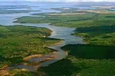 En la provincia de Corrientes, en el noreste de Republica Argentina,se ubica el segundo humedal mas grande del mundo, parte de un sistema hidrográfico mucho más extenso el macrosistema del Iberá, de cerca de 1.300.000 ha— en el que se desarrolla un ecosistema subtropical y de grandísima diversidad.