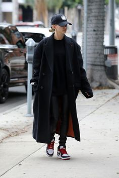 NEW MODEL LOOK Street style outfit ootd fashion style models style beautiful girls Look Street Style, Casual Street Style, Street Styles, Mode Outfits, Casual Outfits, Fashion Outfits, Ootd Fashion, Black Coat Outfit, Alissa Salls