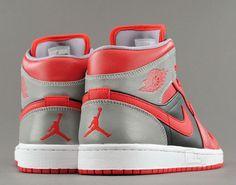 Air Jordan 1 Mid Fire Red