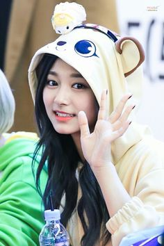 Twice - Tzuyu Nayeon, Kpop Girl Groups, Korean Girl Groups, Kpop Girls, Snsd, Asian Woman, Asian Girl, Twice Tzuyu, Sana Momo
