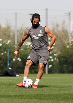 Isco Alarcon, Real Madrid Players, Sports Celebrities, Curly Hair Styles, Soccer, Sporty, Training, Football, World