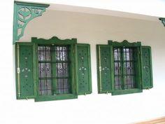 zöld zsalugáter Window Shutters Exterior, Old Country Houses, Ethnic Home Decor, Porch Garden, Cottage Exterior, Window Frames, Wooden House, Scandinavian Home, Modern Exterior