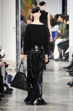 Fashion Week Paris Fall/Winter 2020 look 41 from the Akris collection womenswear Fashion Week, Skirt Fashion, Fashion Show, Face Wrap, Stretch Pencil Skirt, Ribbed Cardigan, Velvet Jacket, Silk Wool, Silk Crepe