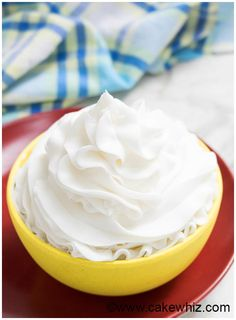 Classic, quick and easy American buttercream frosting recipe, requiring 4 ingredients. Great for cake decorating and cupcake decorating! American Buttercream Frosting Recipe, Easy Vanilla Frosting, Easy Vanilla Cupcakes, Icing Recipe, Sugar Cookies Recipe, Yummy Cookies, Recipe Box, Homemade Frosting Recipes, Cupcake Recipes