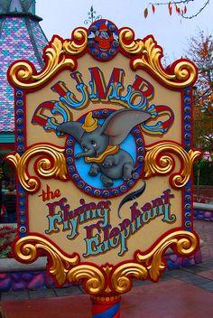 Dumbo the Flying Elephant 1 - Disneyland Paris Disney Time, Disney Fun, Disney Magic, Disney Pixar, Disney Characters, Walt Disney Animation Studios, Alice In Wonderland Pictures, Parc Disneyland, Horror Films