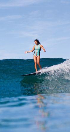 Kelia Moniz longboard
