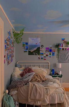 Indie Bedroom, Indie Room Decor, Cute Bedroom Decor, Aesthetic Room Decor, Room Ideas Bedroom, Bedroom Inspo, Dream Rooms, Dream Bedroom, Retro Room