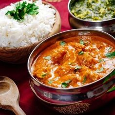 Indian meal of butter chicken, rice and saag paneer. focus across the butter chicken bowl. Best Dishes, Food Dishes, Main Dishes, Turmeric Recipes, Indian Food Recipes, Ethnic Recipes, Garam Masala, Butter Chicken, Chicken Rice