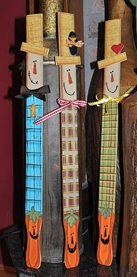 Paint stir sticks - scarecrows for Halloween on one side and snowmen on the other for Christmas! Autumn Crafts, Thanksgiving Crafts, Holiday Crafts, Holiday Fun, Paint Stick Crafts, Crafts To Do, Wood Crafts, Paint Stir Sticks, Painted Sticks