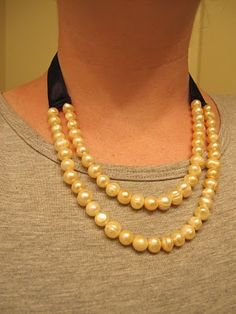 diy necklace- Melissa maybe we can make something like this with ivory pearls as a variation to my necklace?