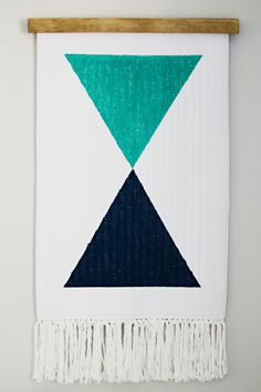 via Brittany Makes, link: http://www.brittanymakes.com/2014/09/25/diy-woven-wall-hanging-from-bathmat/