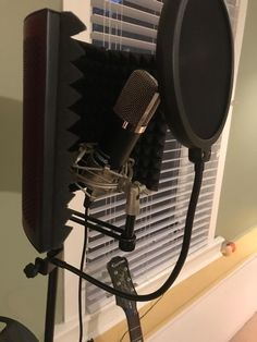 ZINGYOU Microphones offer variety of condenser microphone solutions for Studio, USB, Podcast. We have our principle as Clients' needs come first. Home Music Rooms, Music Studio Room, Microphone For Recording, Home Recording Studio Setup, Audio, Room Ideas Bedroom, Electronic Music, Graffiti, Usb