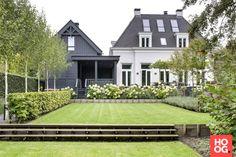 Woonhuis met moderne strakke tuin