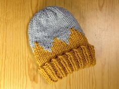 How to Loom Knit a Bicolor Child Hat (DIY Tutorial) - YouTube
