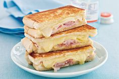 Inside-Out Grilled Ham-and-Cheese Sandwiches Ham And Cheese Toastie, Cheese Toasties, Grilled Ham And Cheese, Roast Beef Sandwich, Cheese Sandwich Recipes, Toast Sandwich, Sandwich Toaster, Tasty, Yummy Food