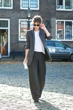 The capsule wardrobe essential collection features sophisticated and stylish wide-leg trousers. Be your own muse, be your inspiration in your style - how you look and feel. Style Work, Look Street Style, Mode Style, Style Outfits, Mode Outfits, Fashion Outfits, Womens Fashion, Fashion Trends, Fashion Clothes
