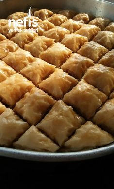 Herkesin Tarifini Sorduğu(Baklava Tarifi ) - Nefis Yemek Tarifleri East Dessert Recipes, Breakfast Recipes, Desserts, Food Platters, Arabic Food, Turkish Recipes, Apple Pie, Food Art, Tart