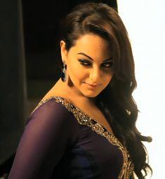 Beautiful Bollywood Actress, Most Beautiful Indian Actress, Sonakshi Sinha Saree, Tamil Girls, Cute Girl Poses, Punjabi Dress, Bollywood Celebrities, Hot Actresses, Beauty Queens