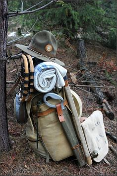 Vintage bushcraft know-hows that all survival lovers will wish to know now. This is basics for wilderness survival and will definitely spare your life. Bushcraft Camping, Bushcraft Gear, Ultralight Backpacking, Camping And Hiking, Camping Survival, Hiking Gear, Camping Gear, Camping Hacks, Outdoor Camping