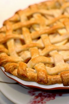 "promised my brother an apple pie ""like in the movies"" ---The Paper Heart Studio: Apple Pie {Foodie Friday} Just Desserts, Delicious Desserts, Dessert Recipes, Yummy Food, Sweet Desserts, Apple Pie Recipes, Baking Recipes, Apple Pies, Baking Ideas"