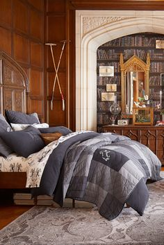 Bring the magic of Hogwarts into your room with Pottery Barn Teen's Harry Potter bedding, and home decor. Shop the Harry Potter Collection for bedding, decor, room accessories and more. Boutique Harry Potter, Harry Potter Shop, Hogwarts, Slytherin Pride, Ravenclaw, Collection Harry Potter, Harry Potter Bedroom, Tall Headboard, Pottery Barn Teen