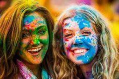 #Festiwal Kolorów (Festival of Colours) to coraz bardziej popularna w Europie Zachodniej oraz Stanach Zjednoczonych a oryginalnie pochodząca z Indii zabawa