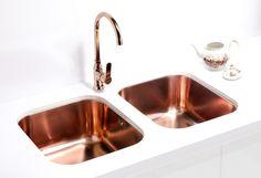 Alveus Variant 40 kitchen sink, stainless steel in COPPER finish, and Alveus Slim kitchen mixer tap, chrome in COPPER finish.