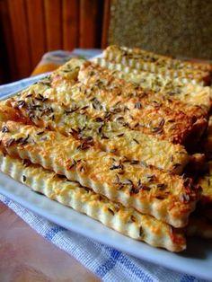 Túrós rudacskák – Nagyon finom sós nasi, mi is nagyon szeretjük! Hungarian Desserts, Hungarian Recipes, My Recipes, Real Food Recipes, Cooking Recipes, Torte Cake, Romanian Food, Party Finger Foods, Salty Snacks