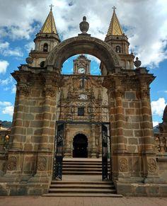 Santuario de la Virgen del Rosario, construida de cantera. #talpadeallende #jalisco #mexico (en Talpa de Allende Centro)