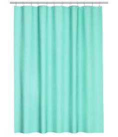 Turkoosi. Suihkuverho vettähylkivää polyesteriä. Yläreunassa metallivahvikkeet suihkuverhorenkaita varten. Suihkuverhorenkaat myydään erikseen.