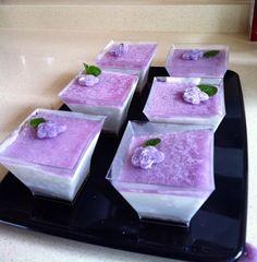 Tarta de violetas en dosis individuales. Después de pasar la prueba de la congelación.